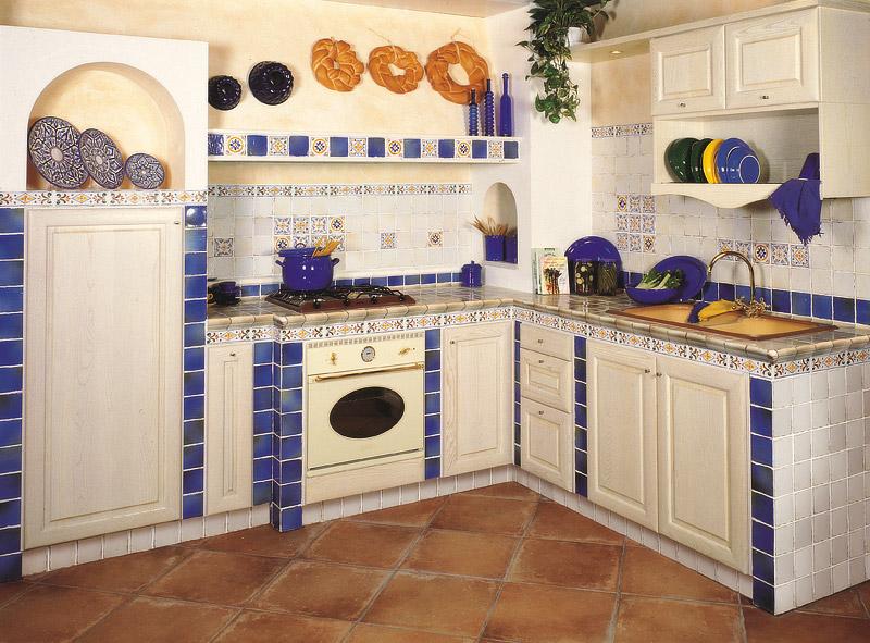 cucina in ceramica di vietri in campagna cucina. cucine in ...